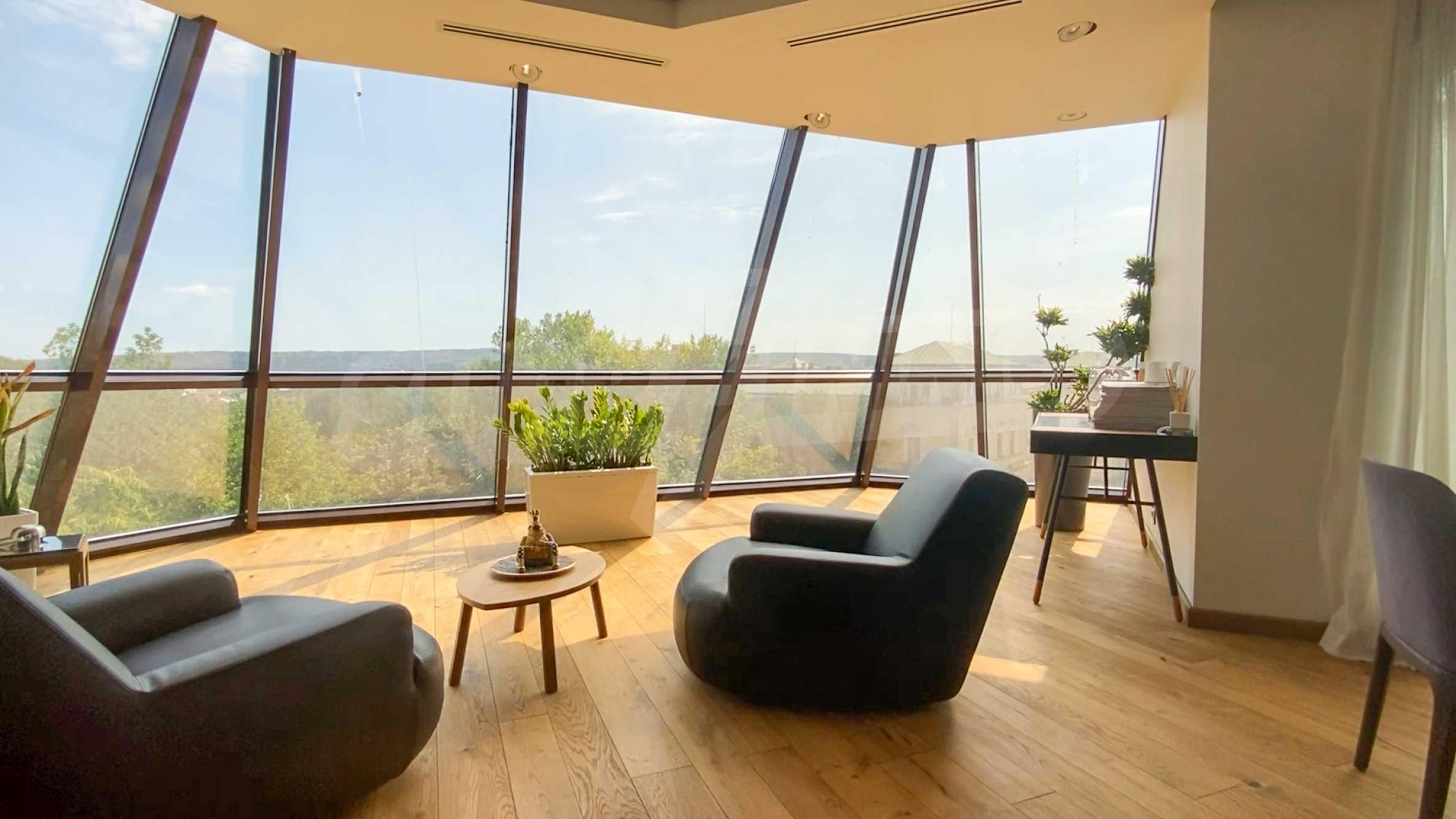 Пентхаус Diamond - дизайнерски имот с гледка море под наем в идеалния център 1