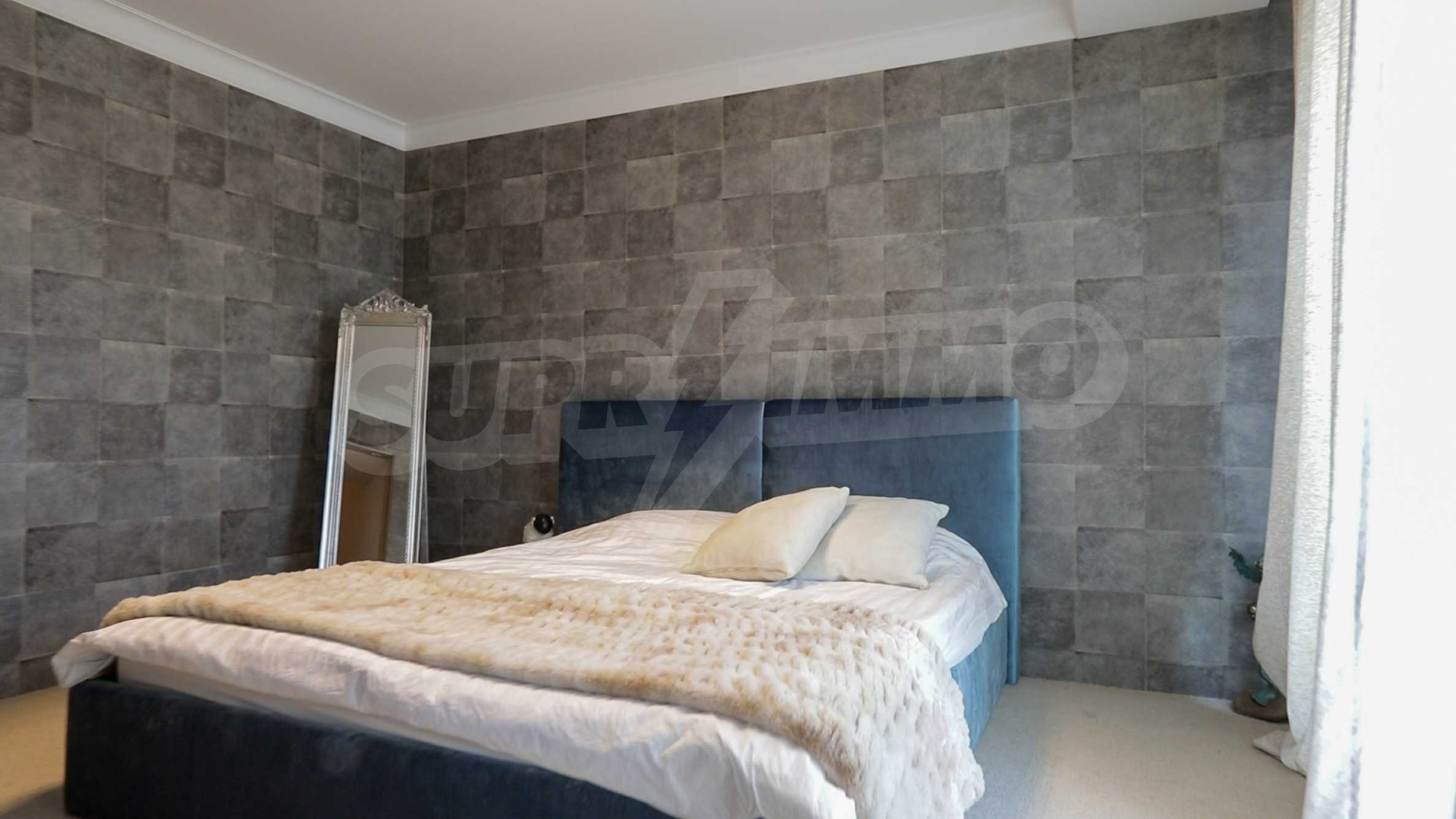 Пентхаус Diamond - дизайнерски имот с гледка море под наем в идеалния център 9