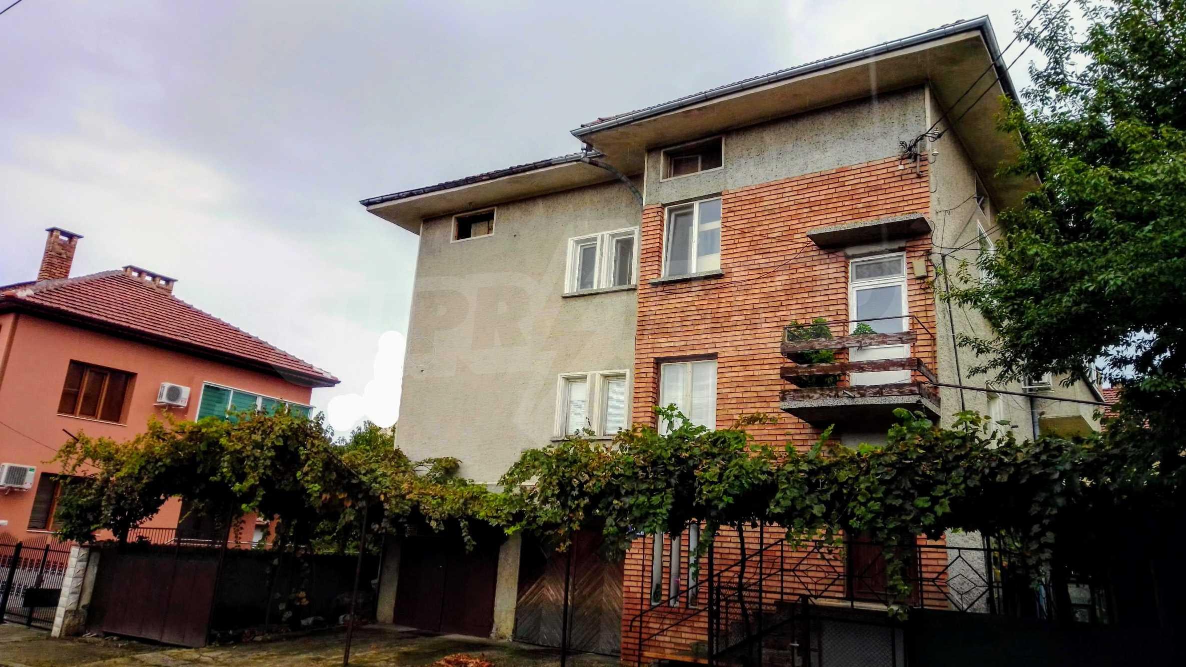 Етаж от къща с гараж в град Севлиево