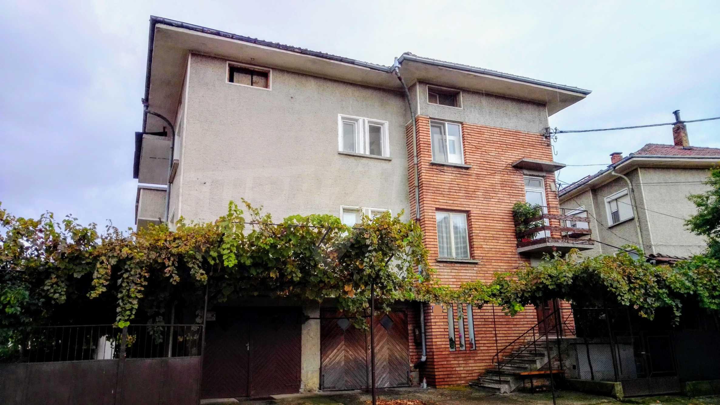 Етаж от къща с гараж в град Севлиево  2