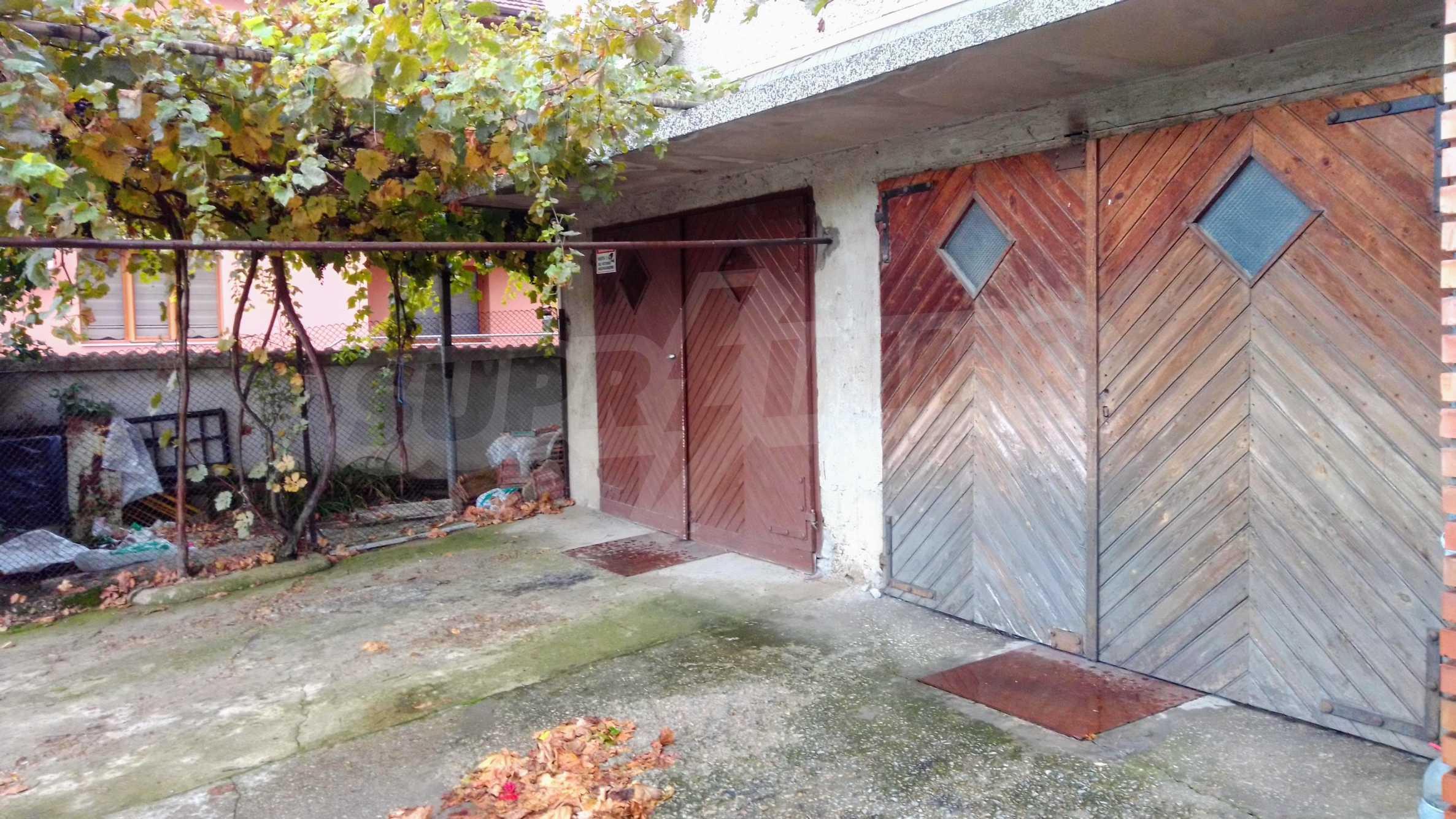 Етаж от къща с гараж в град Севлиево  3