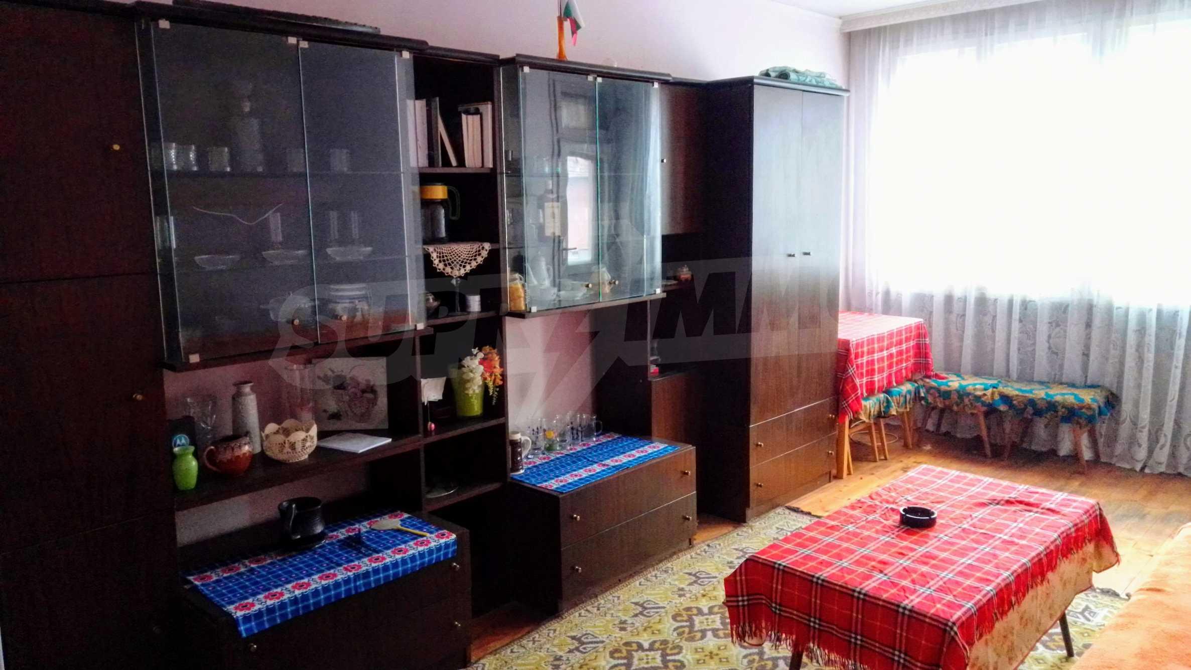 Етаж от къща с гараж в град Севлиево  5