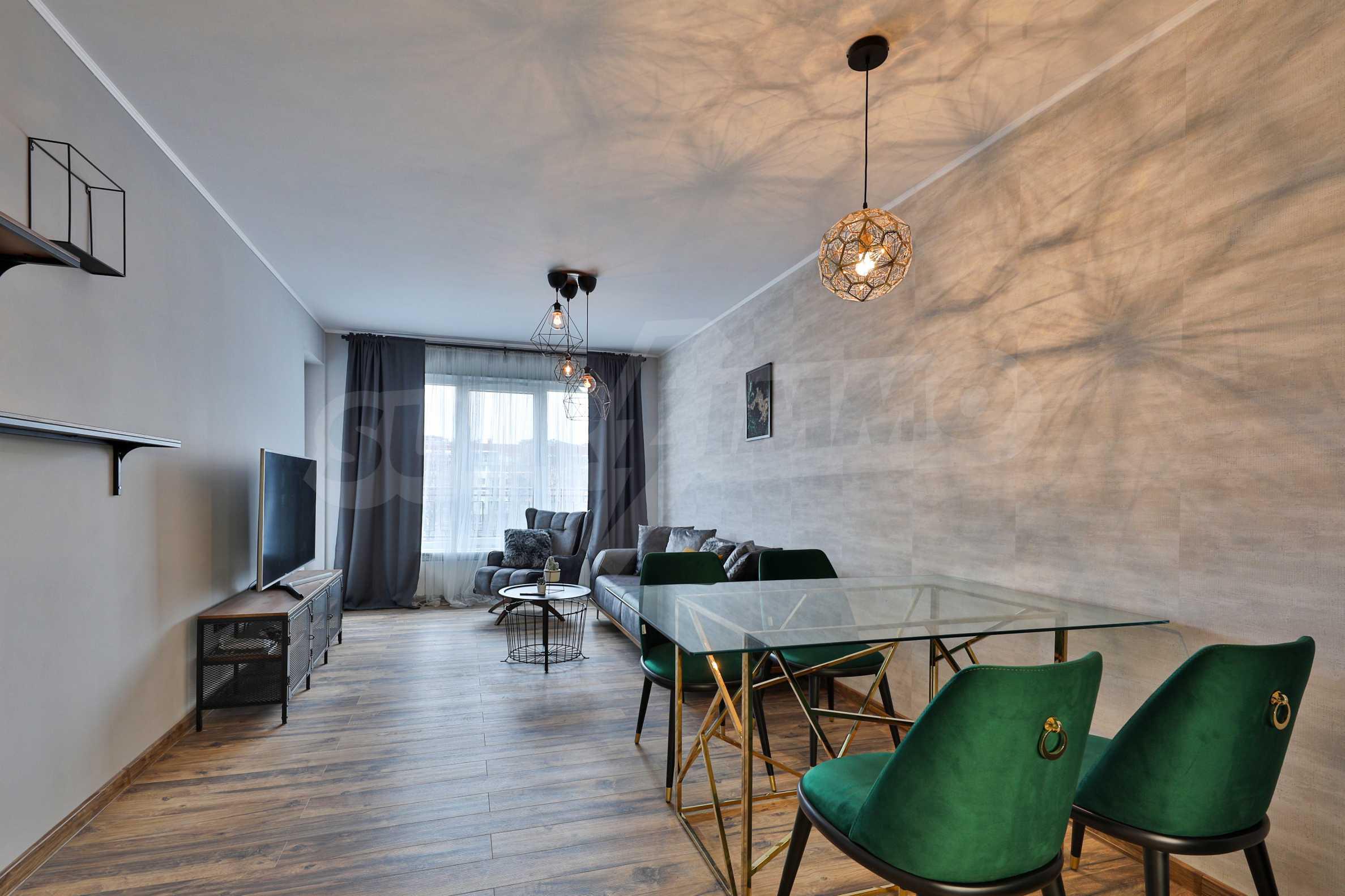 Нов, дизайнерски обзаведен двустаен апартамент с гараж в Центъра до метростанция и парк 2