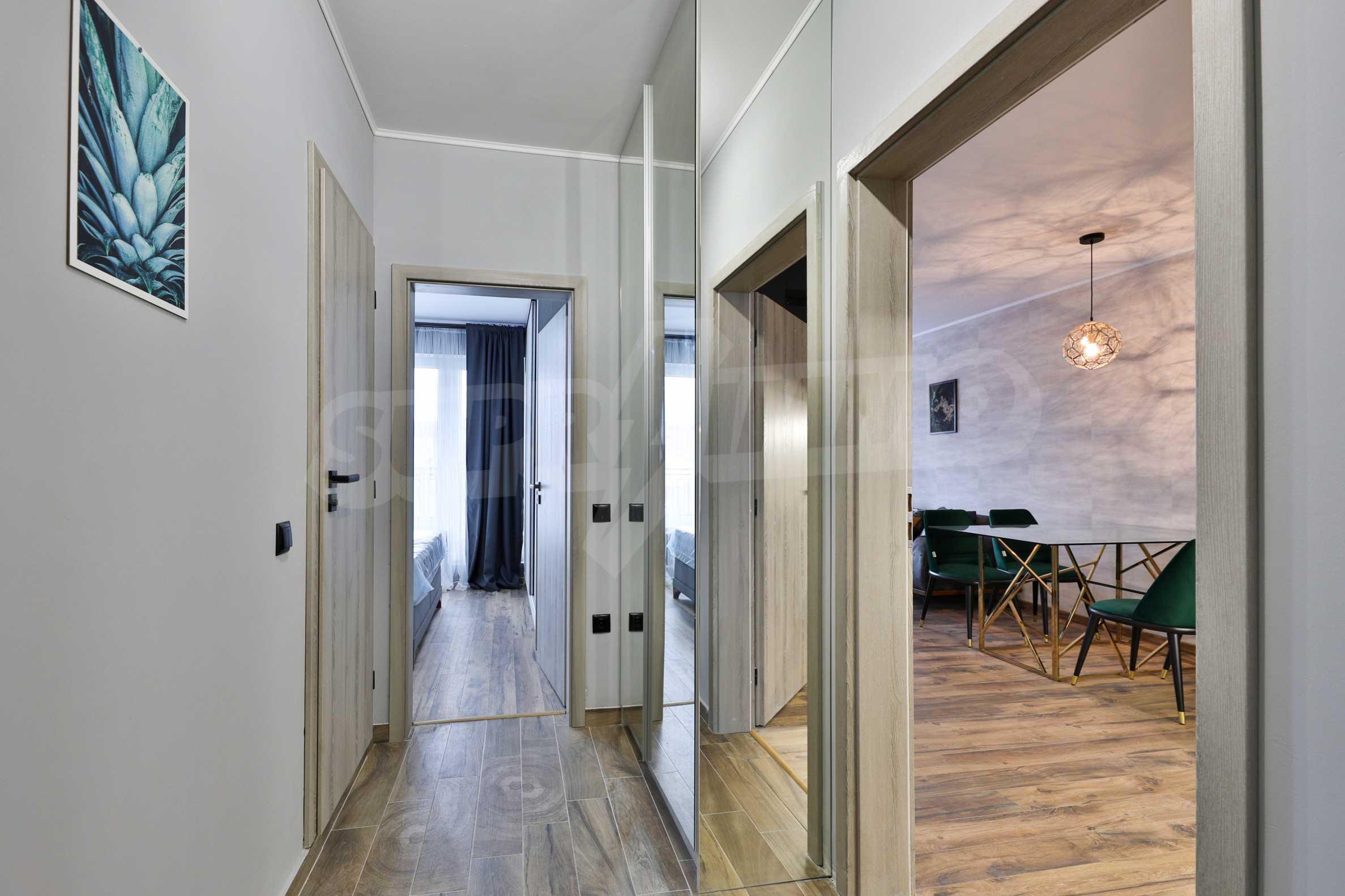Нов, дизайнерски обзаведен двустаен апартамент с гараж в Центъра до метростанция и парк 10