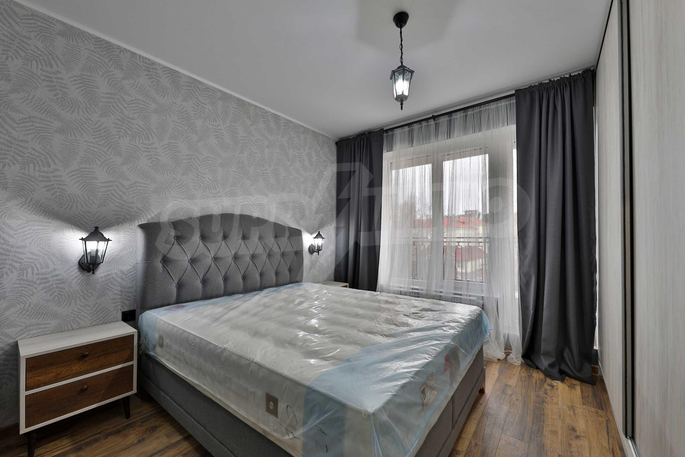 Нов, дизайнерски обзаведен двустаен апартамент с гараж в Центъра до метростанция и парк 11