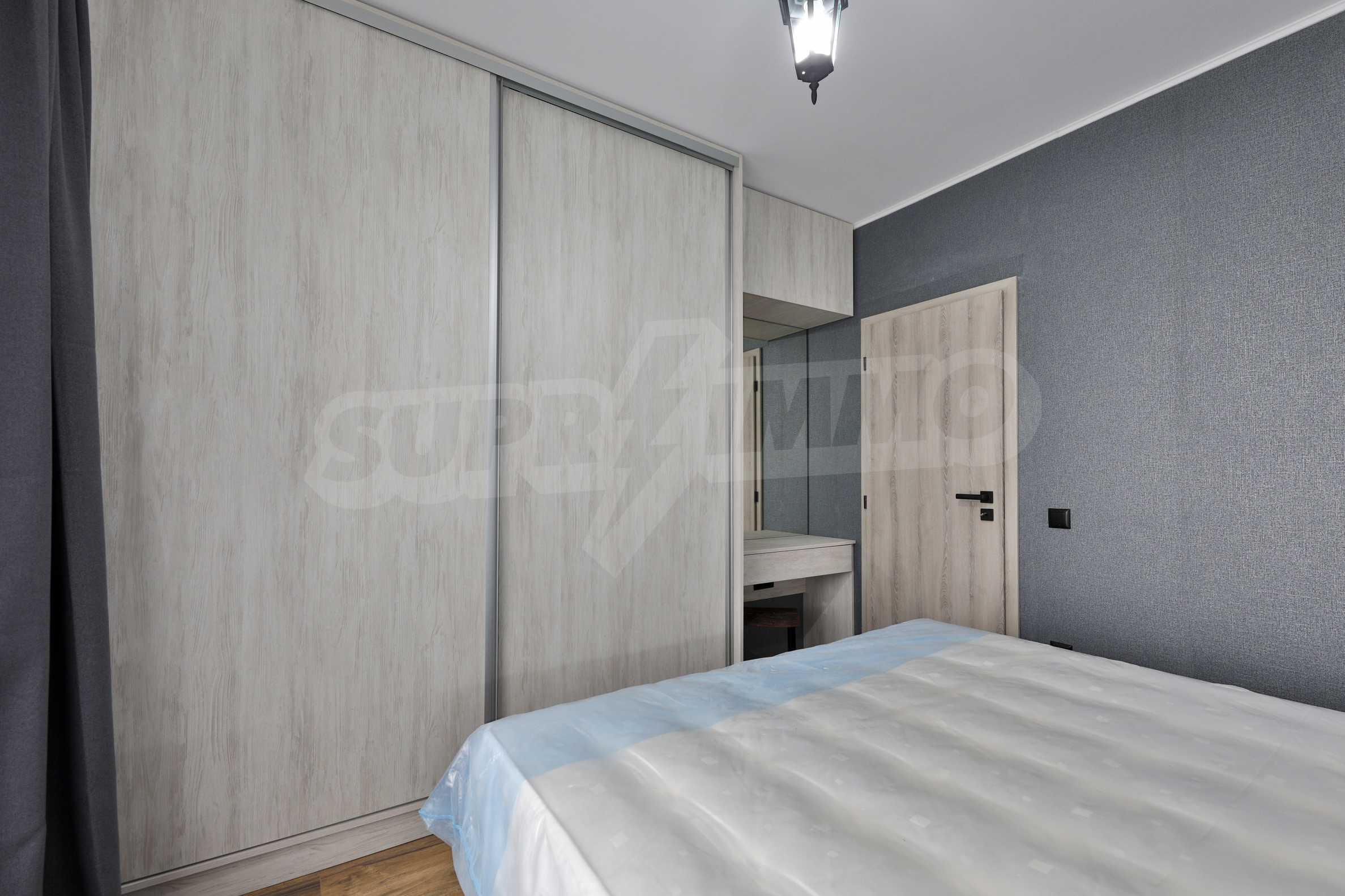 Нов, дизайнерски обзаведен двустаен апартамент с гараж в Центъра до метростанция и парк 12