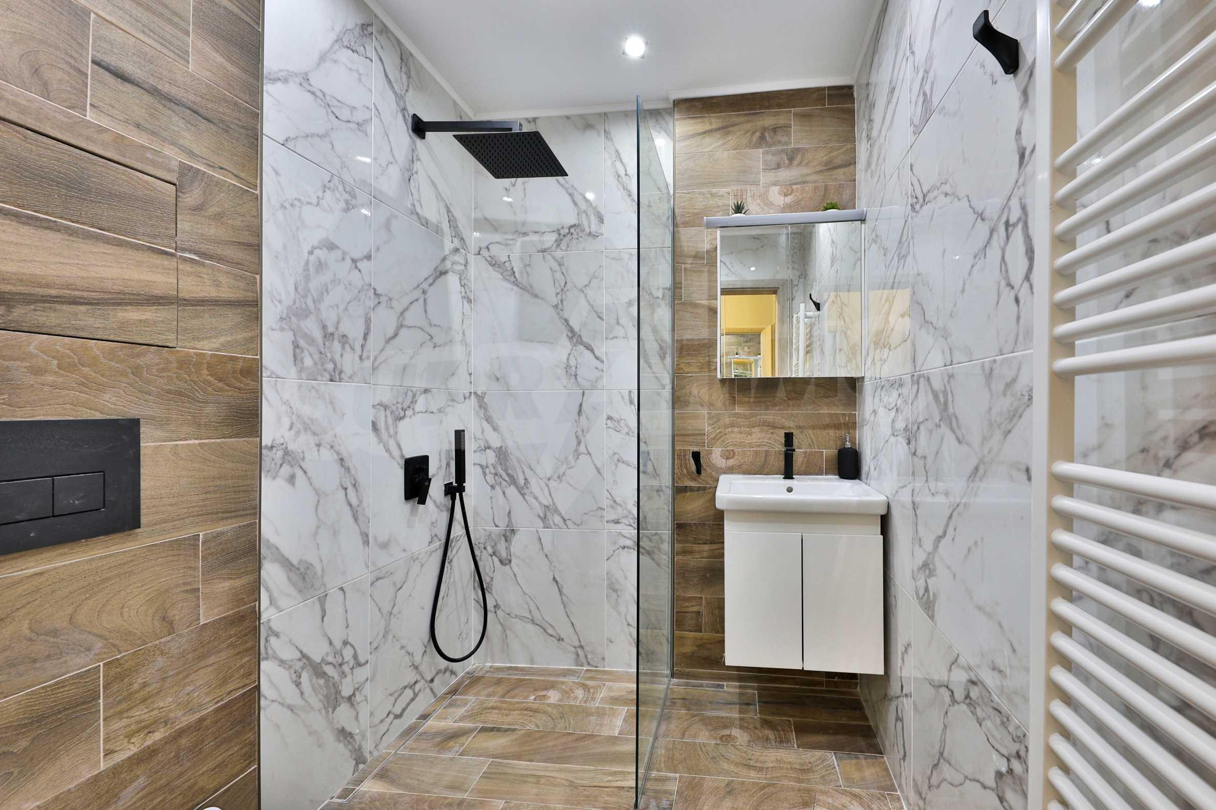 Нов, дизайнерски обзаведен двустаен апартамент с гараж в Центъра до метростанция и парк 13