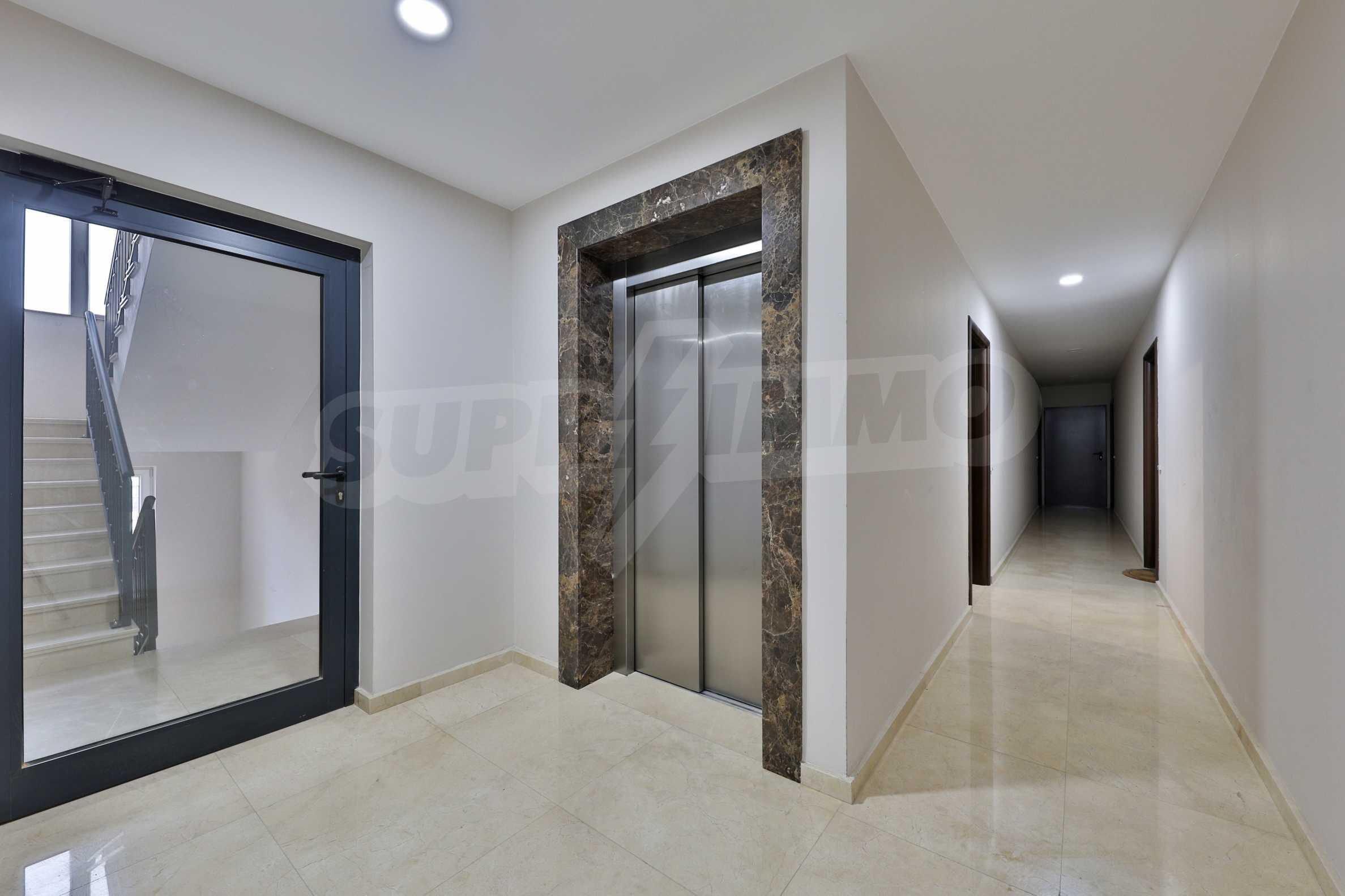 Нов, дизайнерски обзаведен двустаен апартамент с гараж в Центъра до метростанция и парк 14