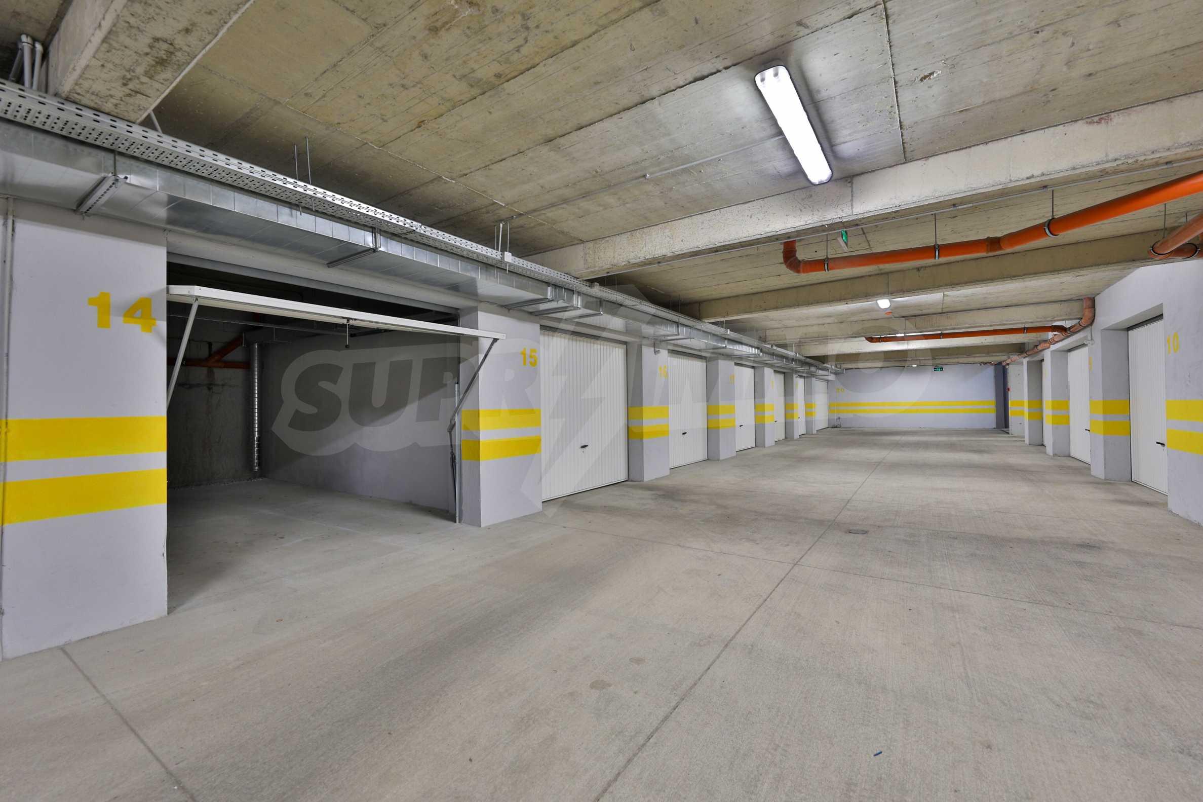 Нов, дизайнерски обзаведен двустаен апартамент с гараж в Центъра до метростанция и парк 15