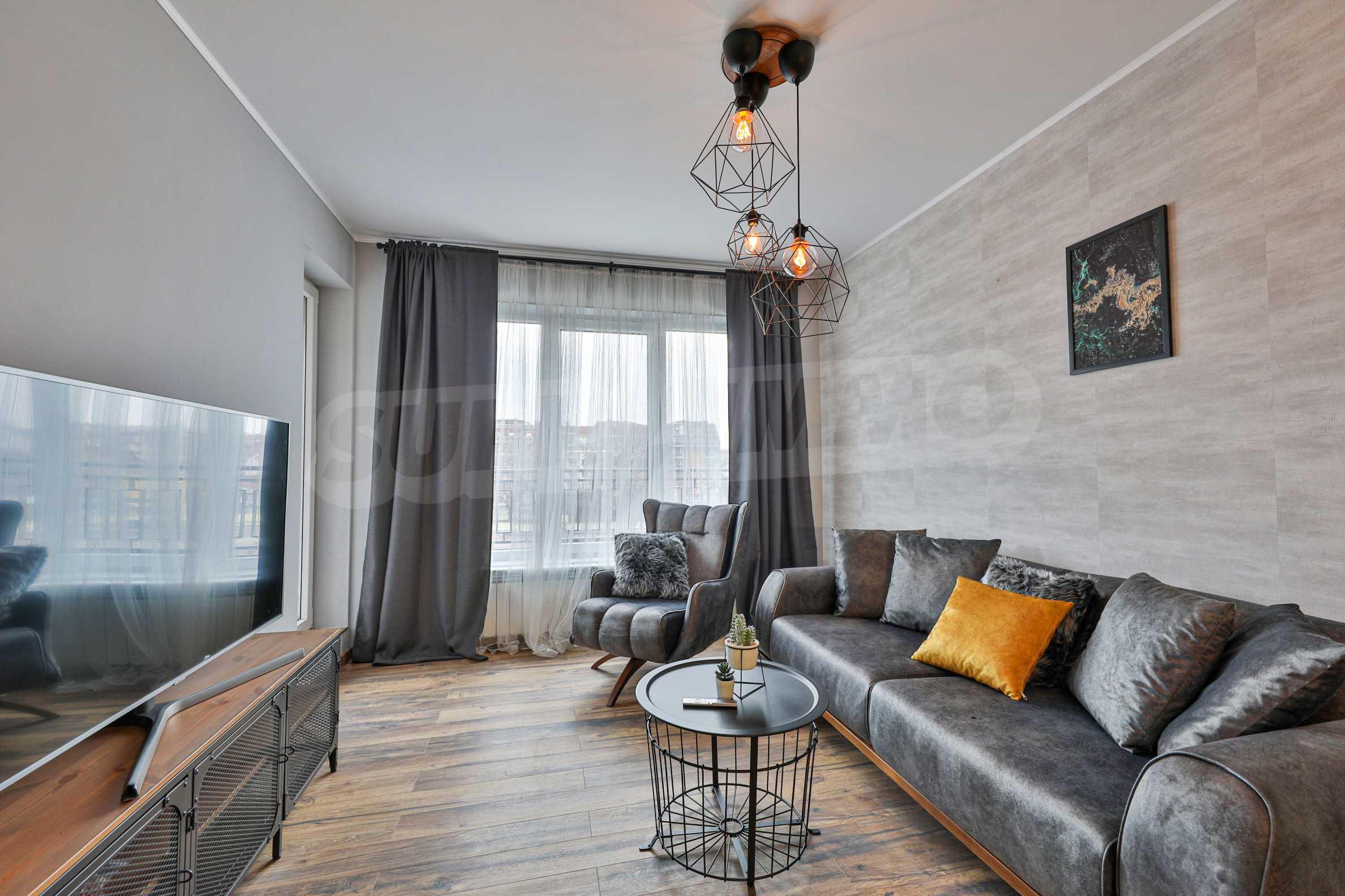Нов, дизайнерски обзаведен двустаен апартамент с гараж в Центъра до метростанция и парк 3