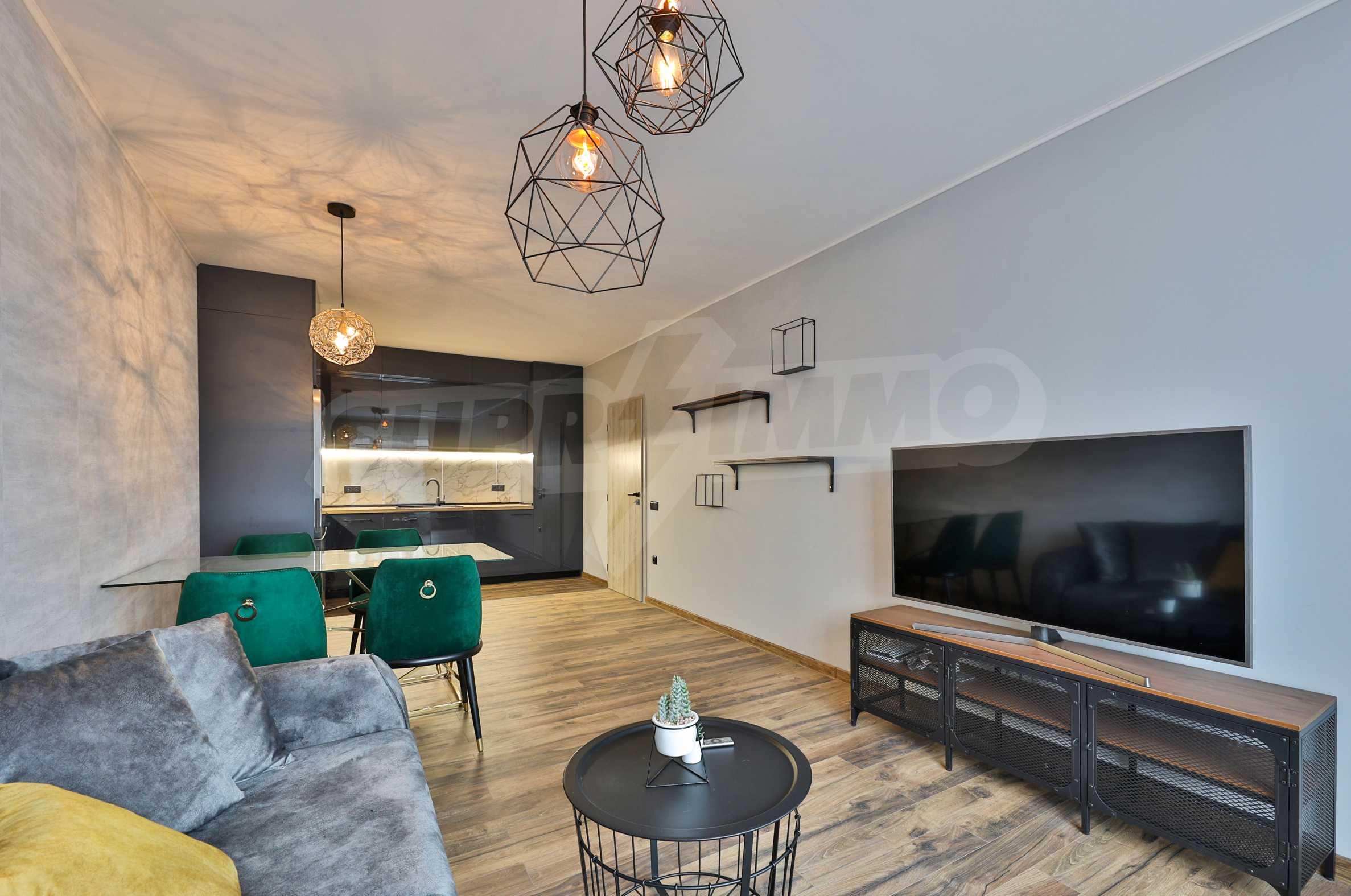 Нов, дизайнерски обзаведен двустаен апартамент с гараж в Центъра до метростанция и парк 1