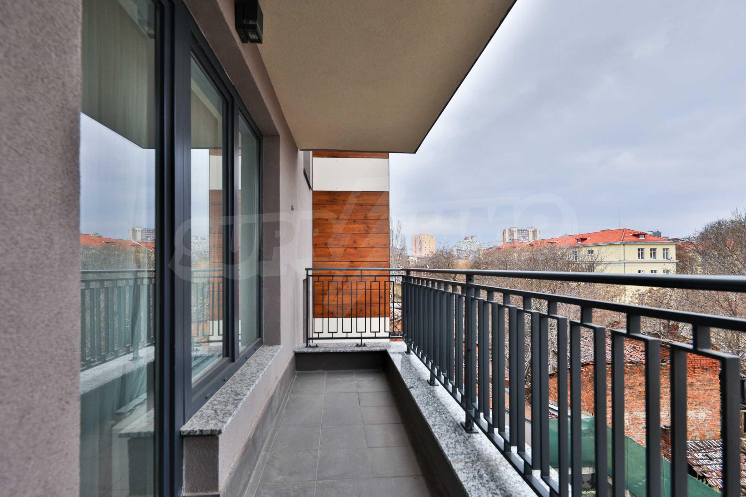 Нов, дизайнерски обзаведен двустаен апартамент с гараж в Центъра до метростанция и парк 4