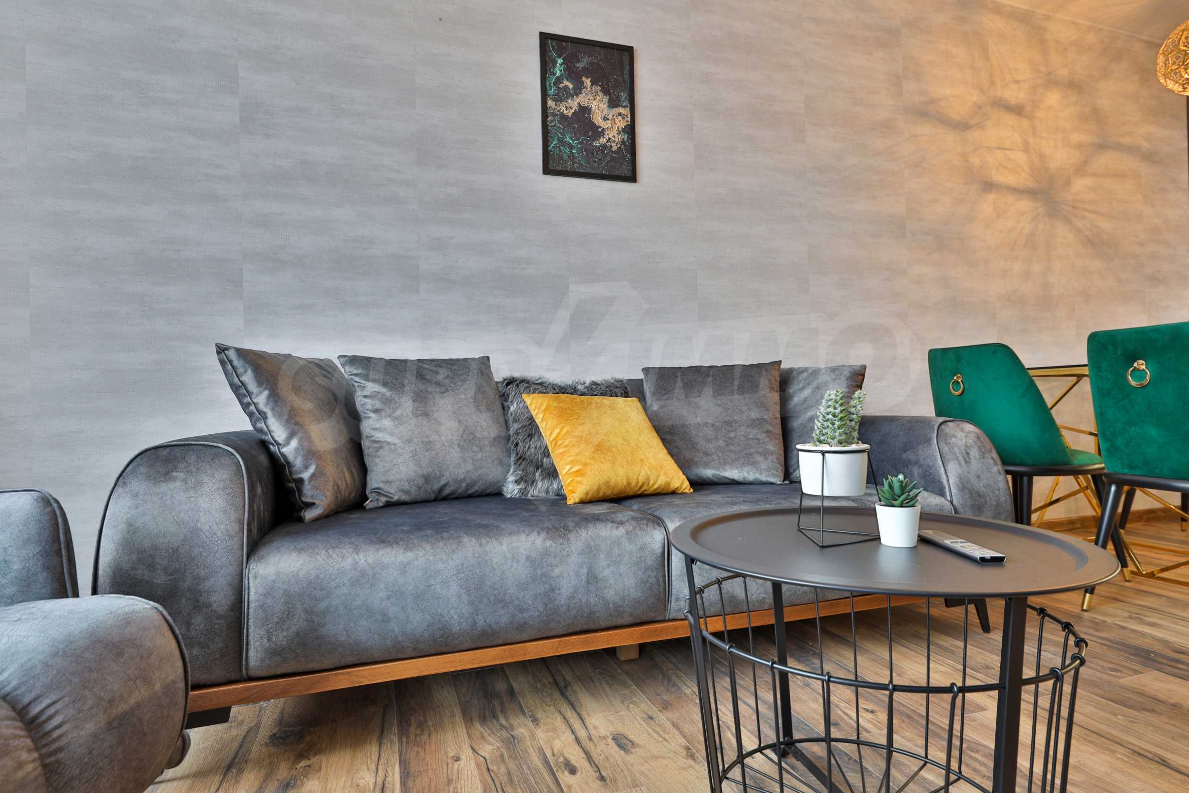 Нов, дизайнерски обзаведен двустаен апартамент с гараж в Центъра до метростанция и парк 6