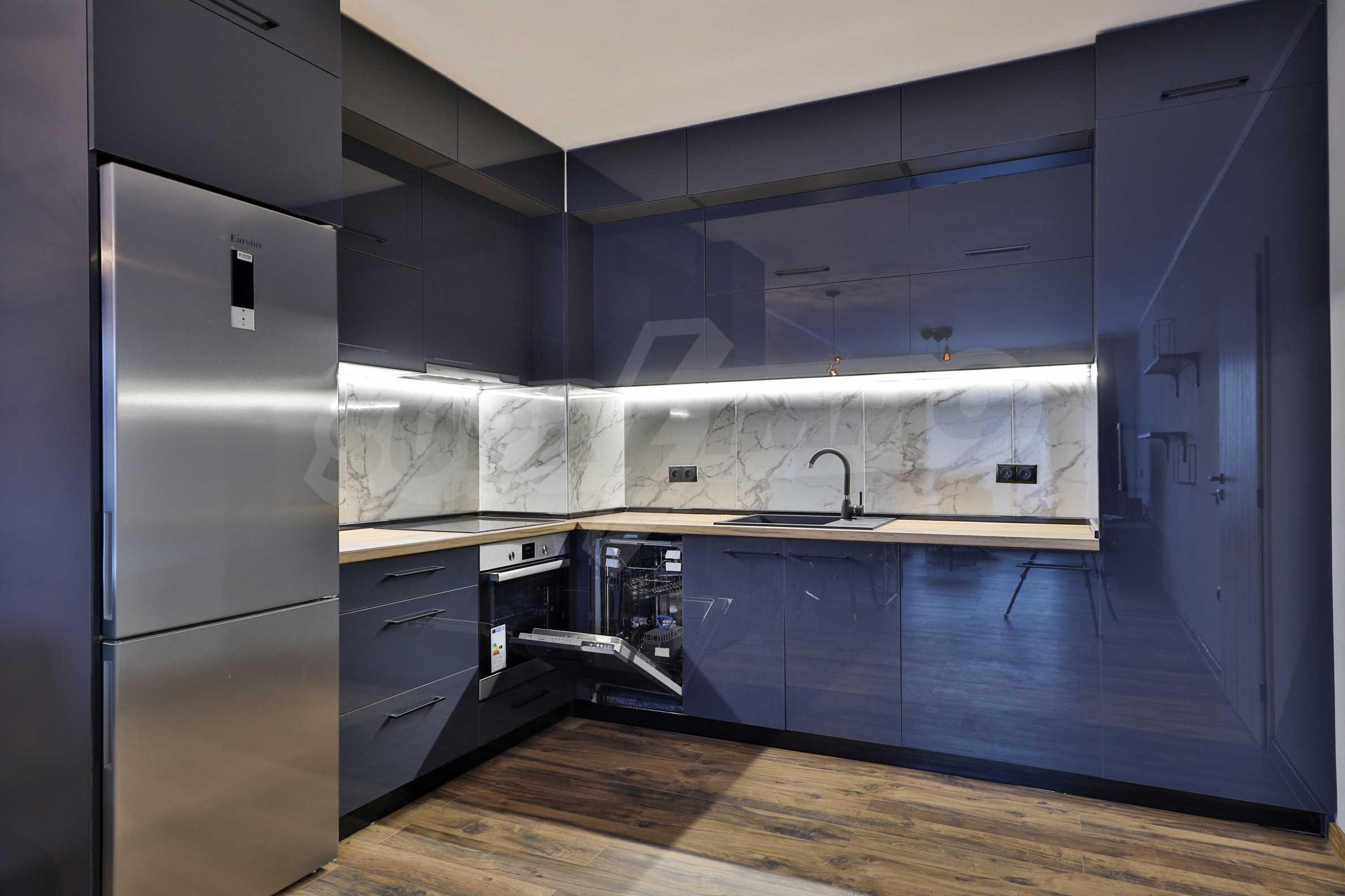 Нов, дизайнерски обзаведен двустаен апартамент с гараж в Центъра до метростанция и парк 8