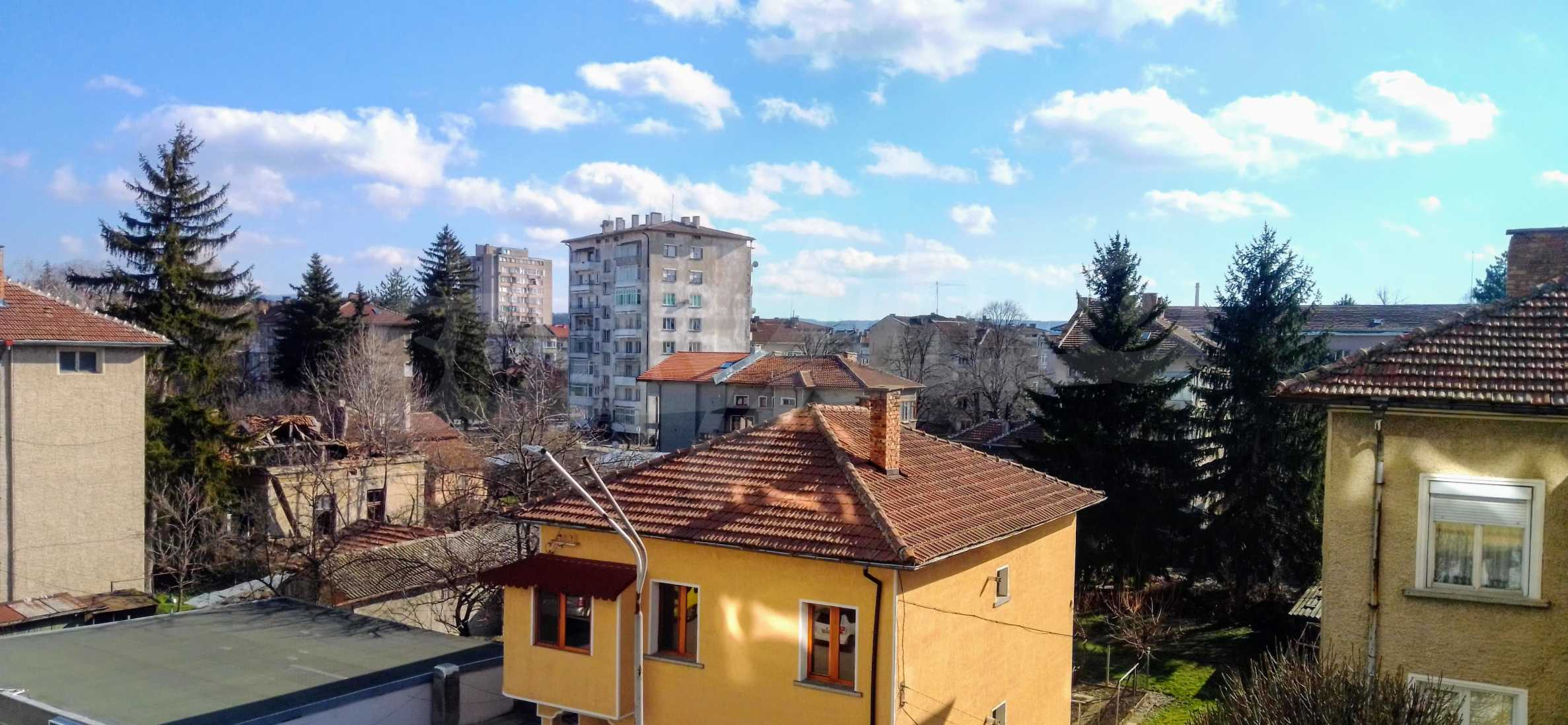 Слънчев тристаен апартамент в град Севлиево