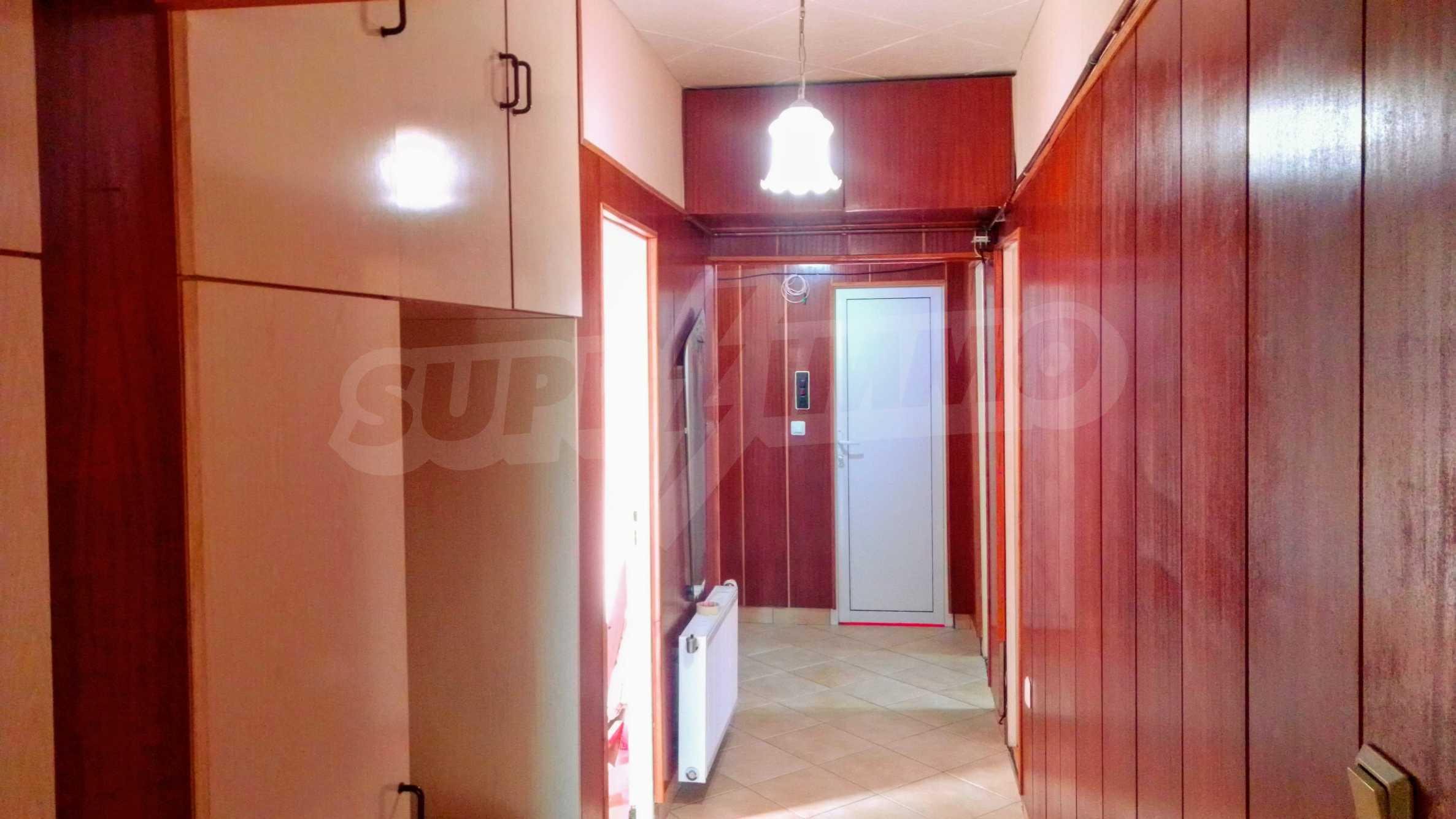 Слънчев тристаен апартамент в град Севлиево  9