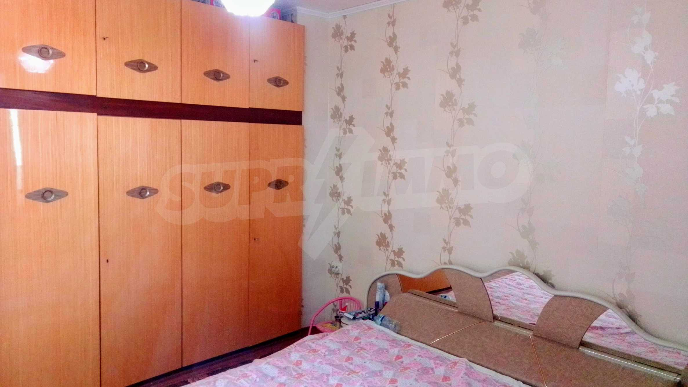 Слънчев тристаен апартамент в град Севлиево  4