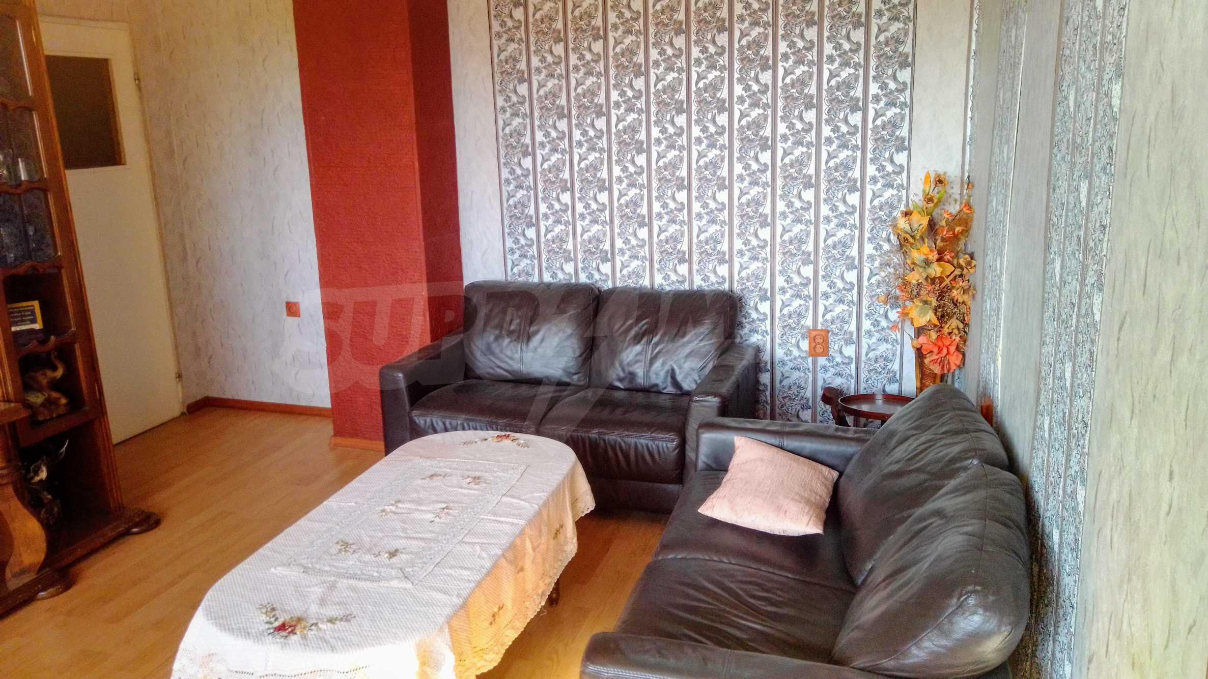 Слънчев тристаен апартамент в град Севлиево  7