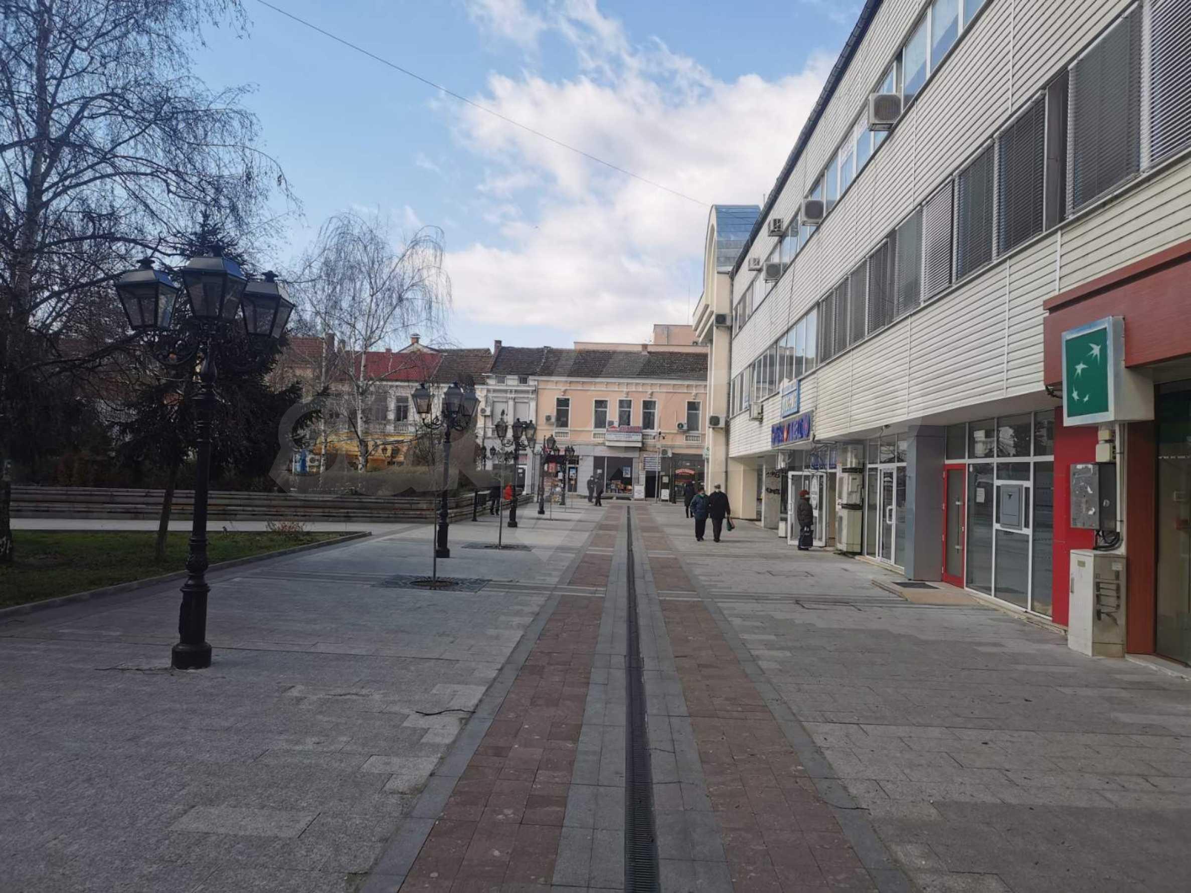 Търговско помещение под наем в центъра на града 3