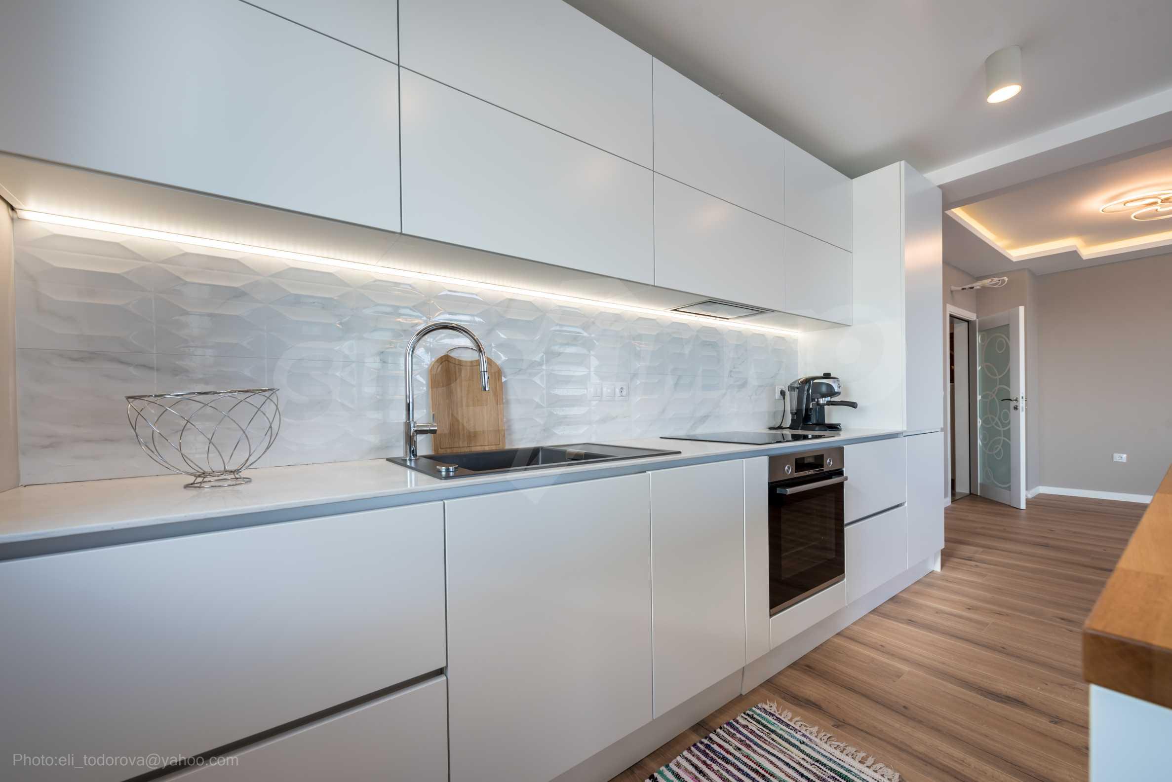 Апартамент Елеганс Вю - тристаен имот с уникална гледка към морето 11