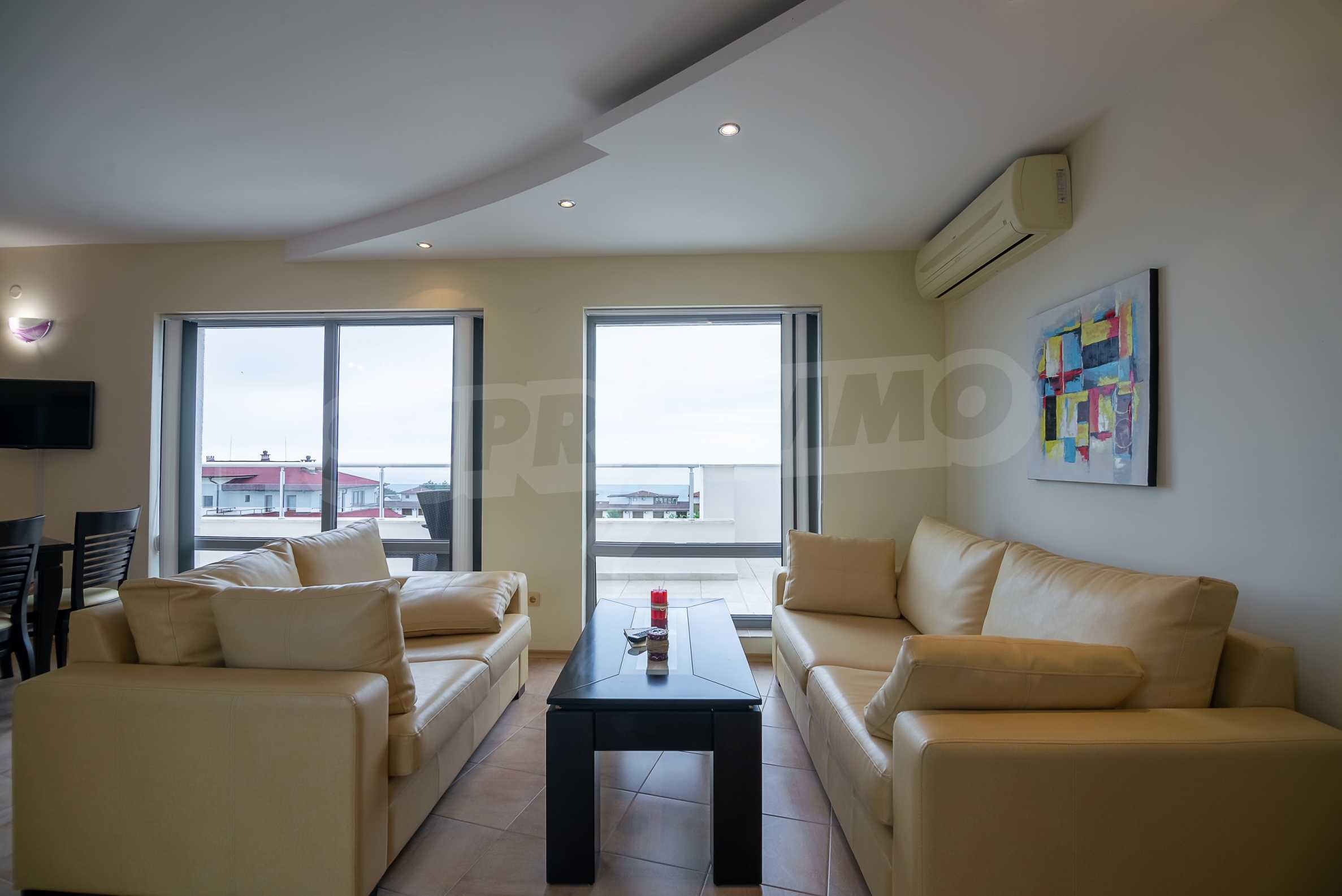 Penthouse Panorama - two-bedroom property overlooking the sea and the port 2