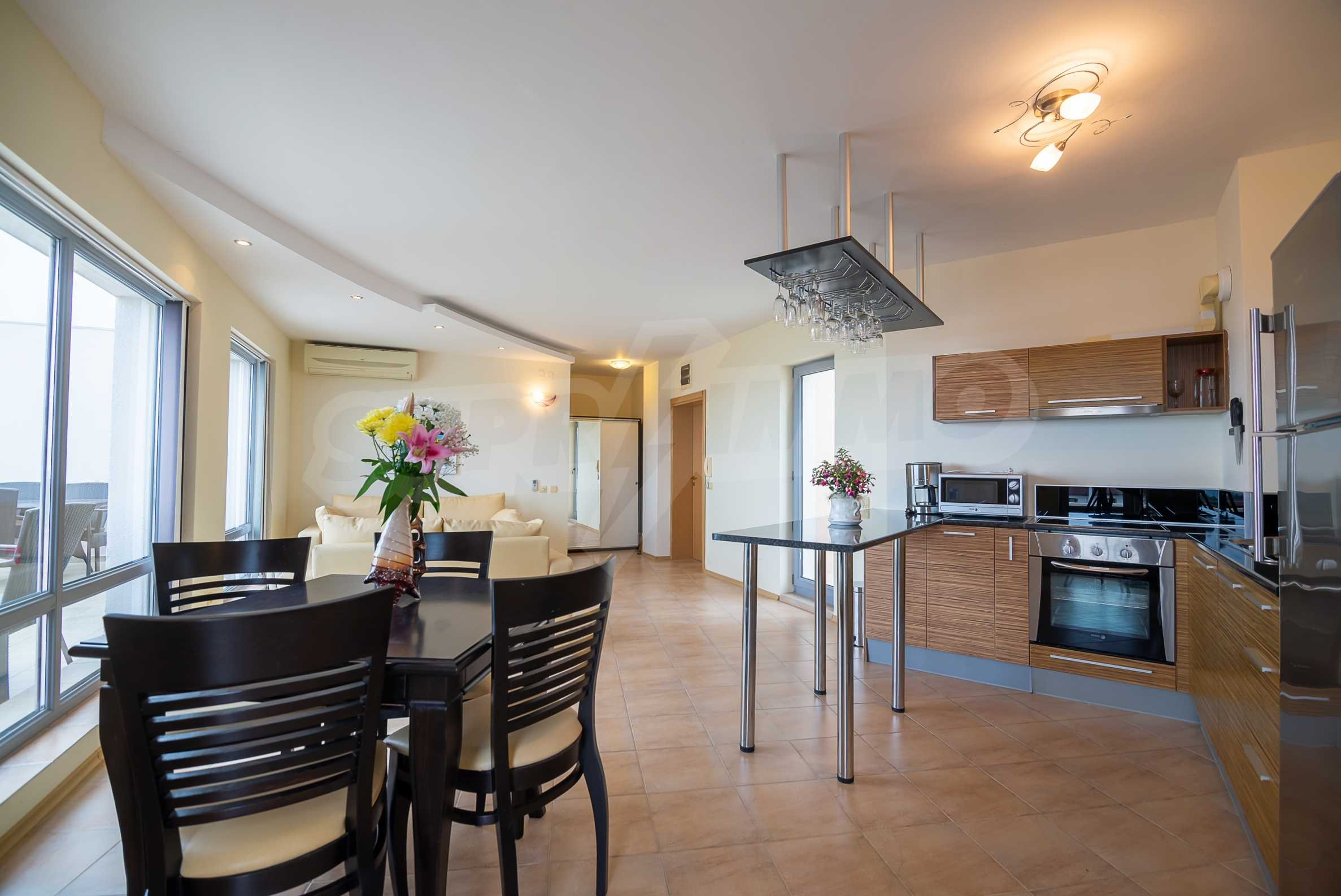 Penthouse Panorama - two-bedroom property overlooking the sea and the port 1