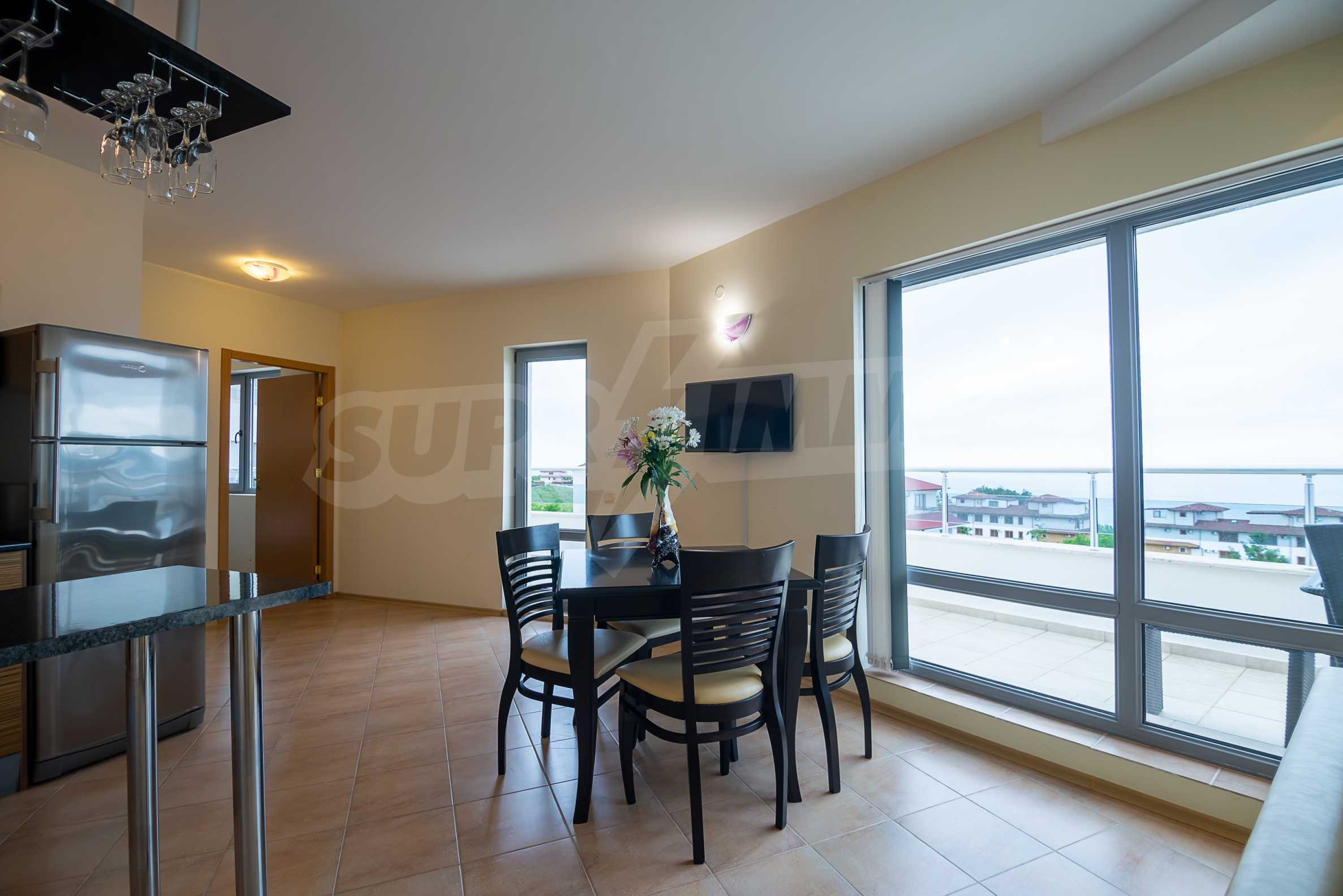 Penthouse Panorama - two-bedroom property overlooking the sea and the port 4