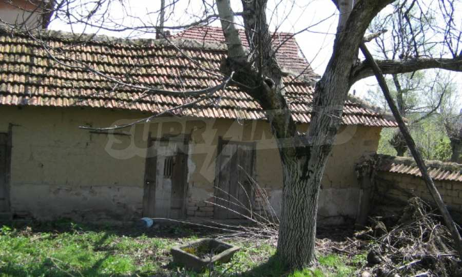 Голяма къща до р. Огоста 11