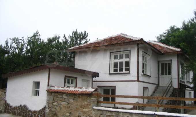 Красива къща в малко селце в близост до град Елхово 4