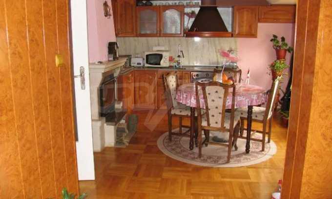 Тристаен апартамент в идеалния център на гр. Добрич 19