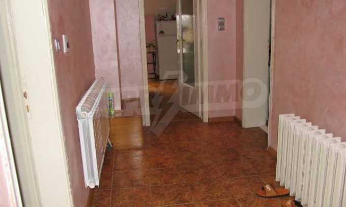 Тристаен апартамент в идеалния център на гр. Добрич 6