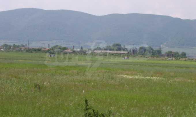 Земеделска земя в гр. Ихтиман 5