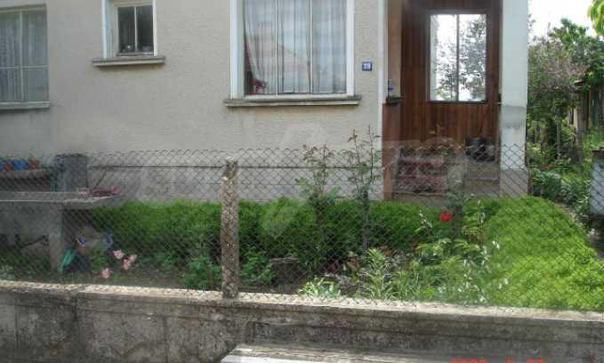 Къща в голямо село на 10 км от гр. Белоградчик 1