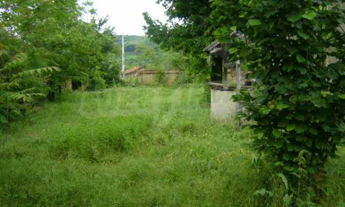 Спокоен селски имот на 5 минути с кола до гр. Ловеч 14