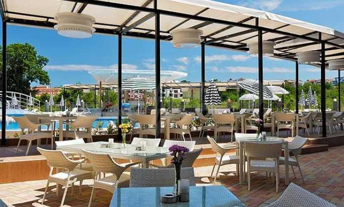 Ресторант, бар и пул-бар с градина в морския курорт Лозенец