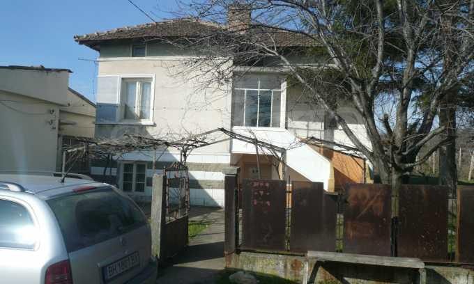 Breites Haus mit großem Hof, 3 km von Donau entfernt