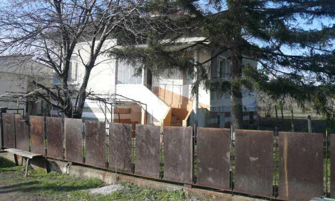 Breites Haus mit großem Hof, 3 km von Donau entfernt 2