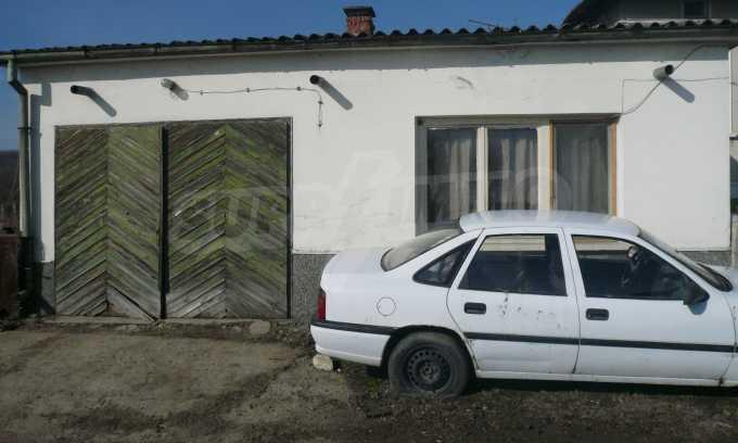 Breites Haus mit großem Hof, 3 km von Donau entfernt 3