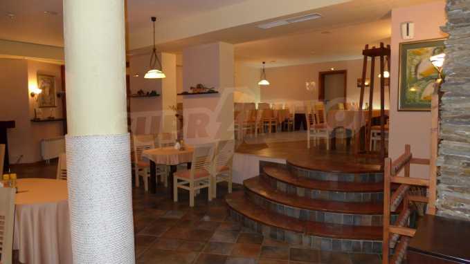 Möbliertes Restaurant im Komplex Grand Montana Bansko 2