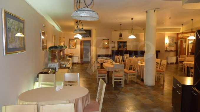 Möbliertes Restaurant im Komplex Grand Montana Bansko 4