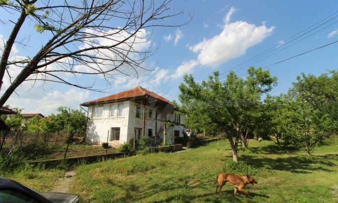 12 km von der Stadt Veliko Tarnovo entferntes renoviertes Haus 52