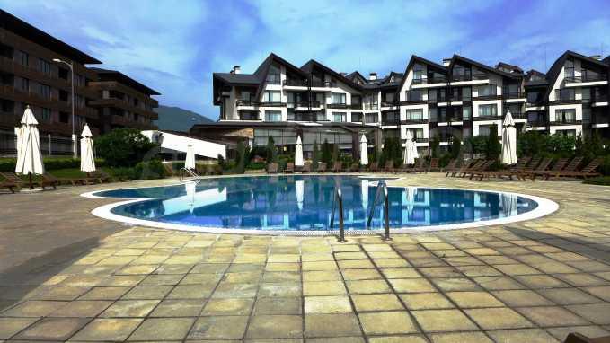 Двустаен апартамент в луксозен комплекс до голф-игрище 27