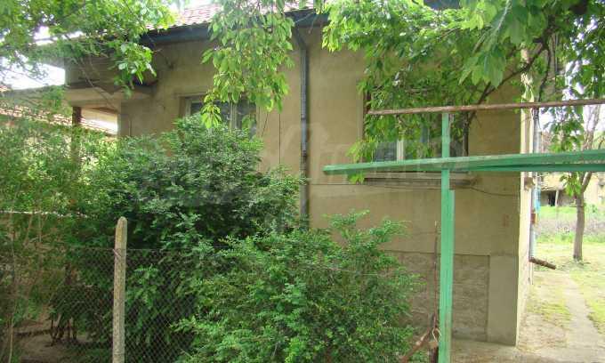Къща с голям двор в село на брега на река Дунав 2