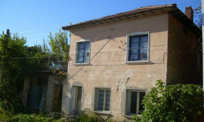 Двуетажна къща с двор в село на 35 км от Велико Търново  18
