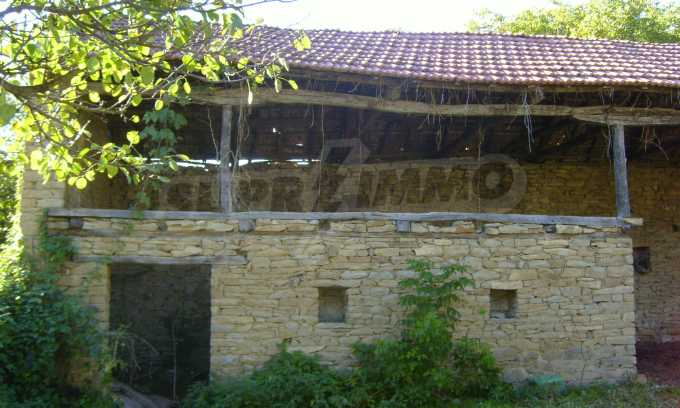 Двуетажна къща с двор в село на 35 км от Велико Търново  7
