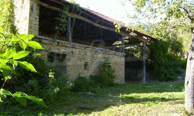 Двуетажна къща с двор в село на 35 км от Велико Търново  8