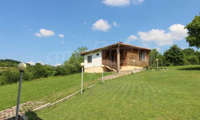 Уникално вилно селище с кръгли къщи на 50 км от Велико Търново  41