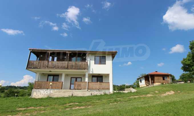 Уникално вилно селище с кръгли къщи на 50 км от Велико Търново  4