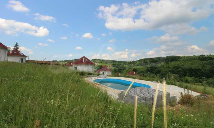 Уникално вилно селище с кръгли къщи на 50 км от Велико Търново  59