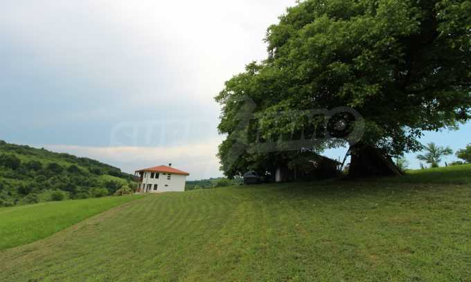 Уникално вилно селище с кръгли къщи на 50 км от Велико Търново  64